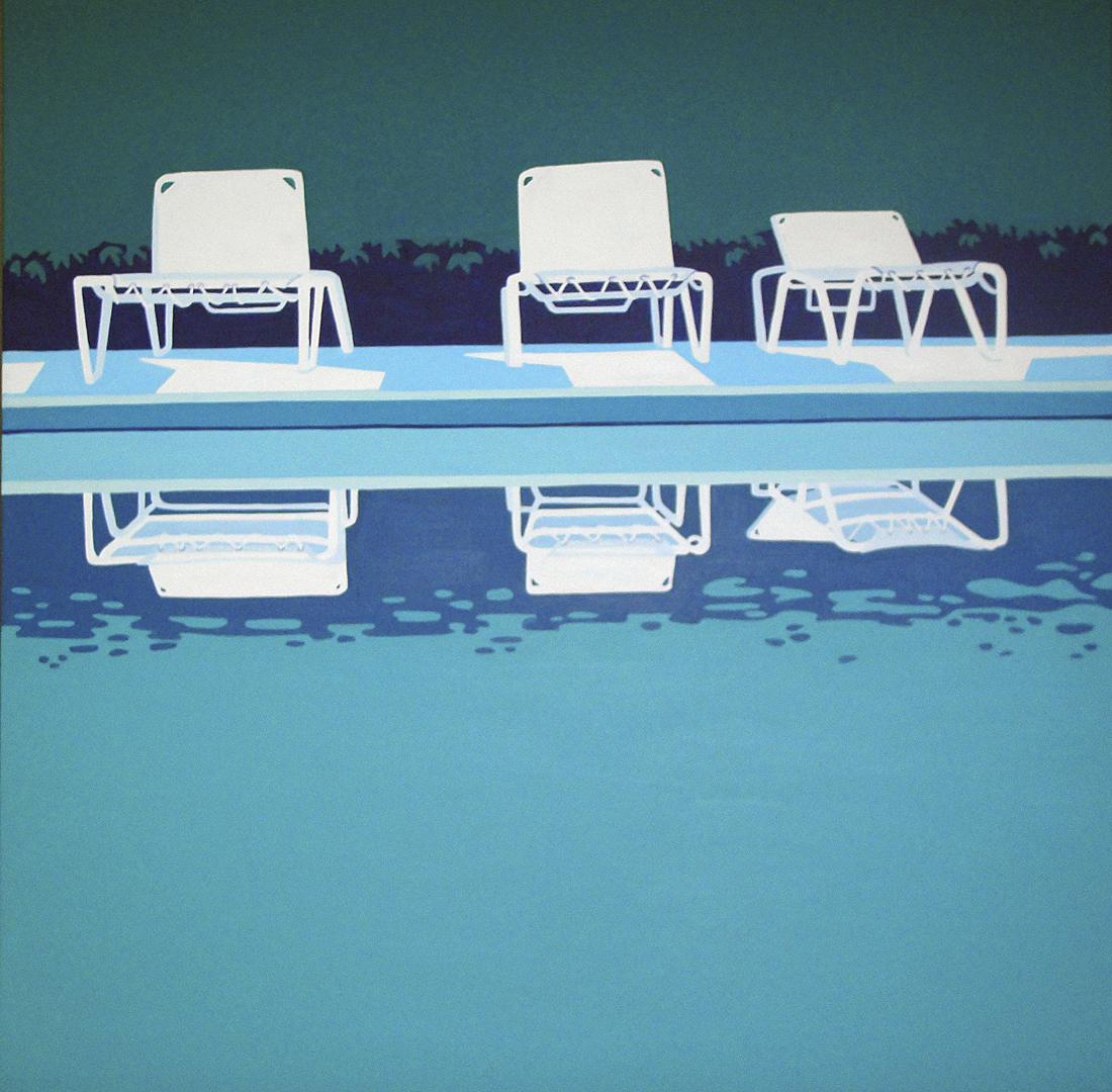 Drei Liegestühle am Pool
