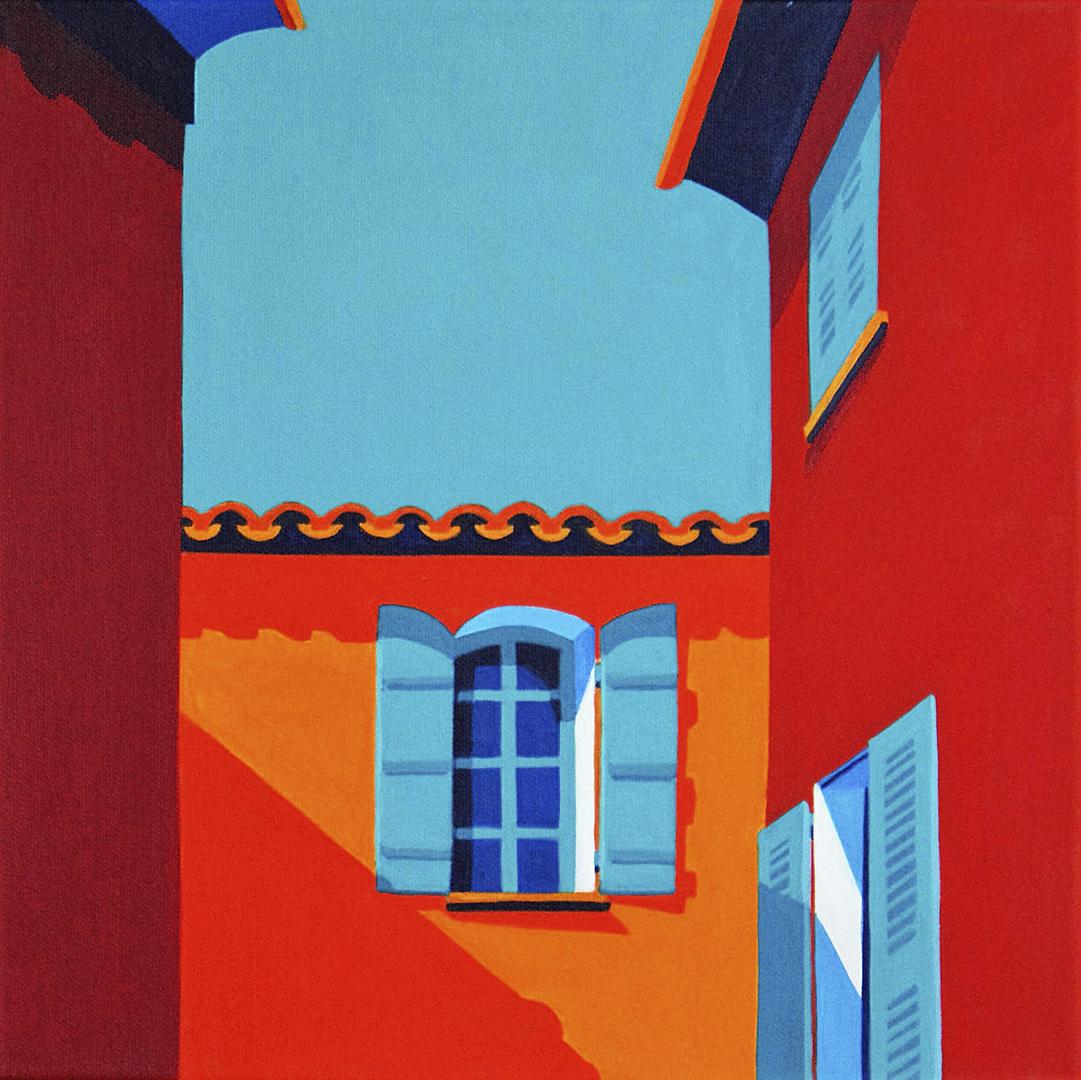 Gasse mit roten Häusern und blauen Fensterläden