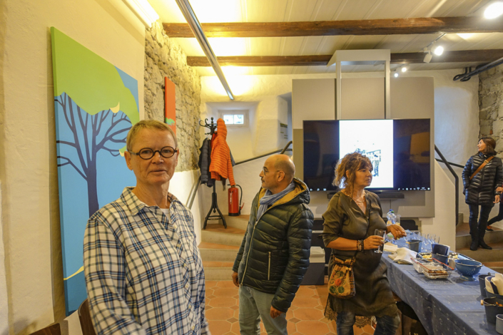 Ursula im Ausstellungsraum